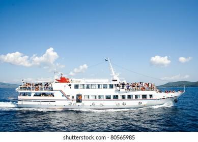 Little ship-cruise