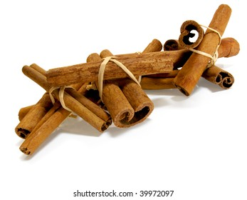 Little tied bundles of cinnamon sticks