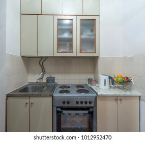 Little white kitchenette in ypyrtmant interior