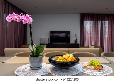 Living room with flowers and fruits
