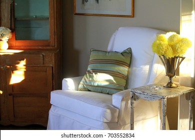 0401d5c2f27 Living room scene with white slip-covered chair