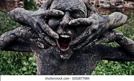 Living statues.  Apocalypse. Scream.