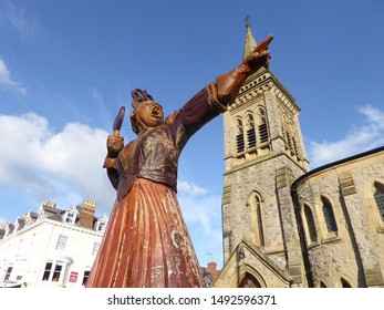 LLANDUDNO August 5th 2019. A carved wooden statue of Lewis Carrol'sQueen of Heartsfrom the Alice in Wonderland story. The sculpture by Simon Hedger celebrates the link between the author and the town.