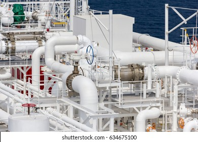LNG carrier pipes. Pipes.