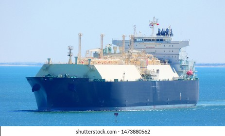 LNG tanker sailing lng ship crossing suez canal liquified natural gas tanker