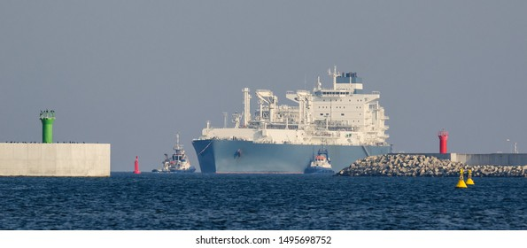 LNG TANKER - The ship and tugs sail to the gas terminal in Swinoujscie