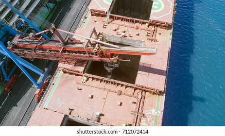 loading coal into the hold of the vessel by conveyor means from the conveyor