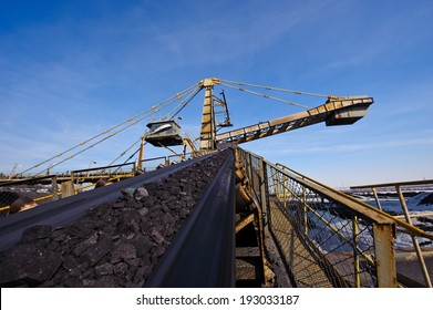 loading iron ore conveyor machine from the warehouse, mining production