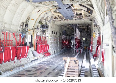 Loading plan for a military cargo transport aircraft