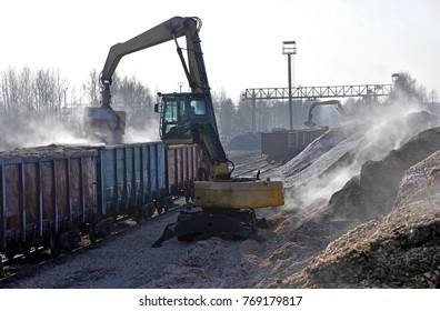 Loading of wood chips in a train for onward dispatch for recycling
