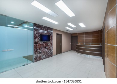 Lobby entrance with reception desk  in a modern business center