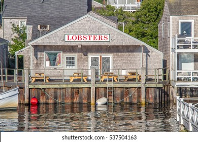Lobster Shack:  A quaint seafood restaurant at the water's edge