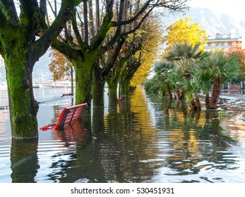 Locarno Ticino, Switzerland: Locarno, The sidewalk along the lake is overwhelmed by the flood of these days.