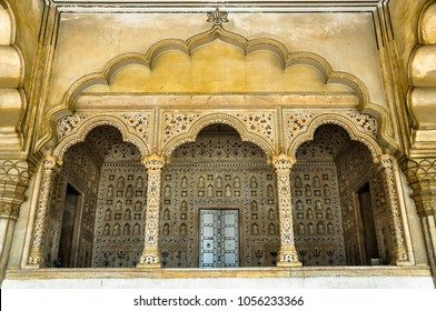 Located inside Diwan-i-Am of Agra Fort, this is the throne room of Mughal Dynasty. It's made from real marble and pietra dura from Italy. Here, Peacock Throne and Koh-i-noor Diamond were once located.