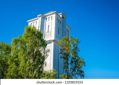 Located at the Reggestreet in de Dutch city of Almelo stands the famous water tower. The national monument built in 1926 is 38 meters tall and has a capacity of 750 m³ . Today it has a residential use