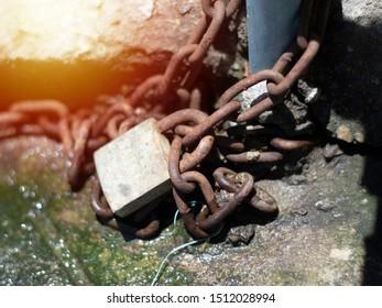Lock Chain Lock up close