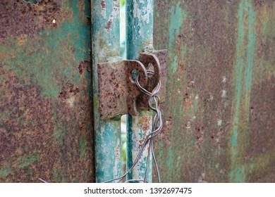 Lock the door by seeking a machine.