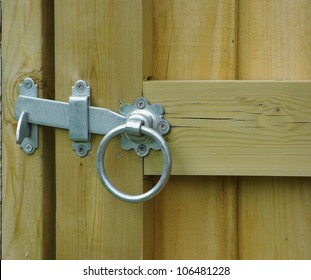 Lock latch on gate