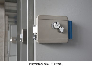 lock at the luggage storage