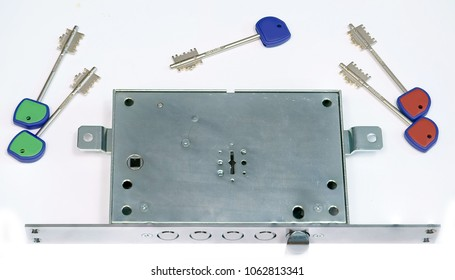 Locks for armoured doors. Rim locks or mortise locks with double-bitted key, resistant to bulgarian pick tool.