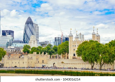 Lodon - The tower and modern architecture