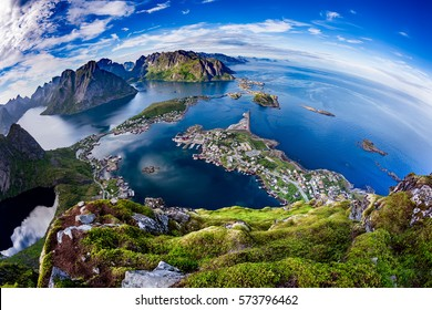 Lofoten is an archipelago in the county of Nordland, Norway.Is known for a distinctive scenery with dramatic mountains and peaks, open sea and sheltered bays, beaches and untouched lands.Fisheye lens
