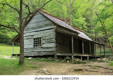 Log cabin in the Smoky Mountain National Park