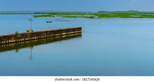 A Log Gate of Durgapur barrage.