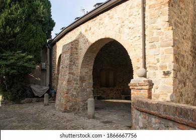 Loggia dei Vicari ad Arquà Petrarca, nei Colli Euganei in provincia di Padova - Loggia dei Vicari in Arquà Petrarca, Euganean Hills, province of Padua, Italy