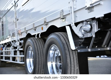 Logistics industry: Japanese trucks to transport goods