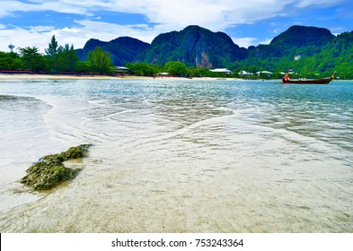 Loh Dalum bay at low tide at Koh Phi Phi