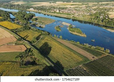 La vallée de la Loire vue du ciel à Saint-Dyé-sur-Loire, département du Loir-et-Cher (41), région du Centre-Val de Loire, France