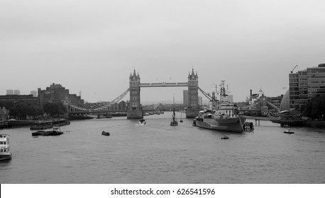 Londo bridge black and white