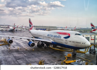 LONDO HEATHROW - APRIL 20: British Airways 747 jumbo jet parks at gate at Heathrow Airport in London on April 20, 2014. Heathrow had 65.7 million passengers arriving and departing in 2010.