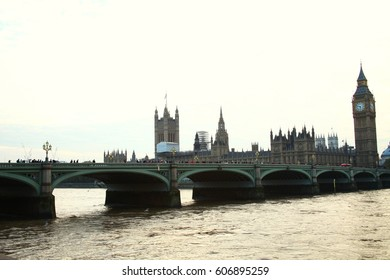 LONDON –OCT 11  : The crowd of the people on westminster bridge and house of parliament among the river thames representing the high important landmark of London on October 11, 2015 in London ,England.