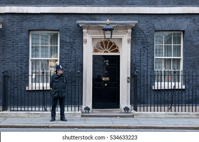 London, 28 November 2016. A guard in front of 10 Downing Street in London, the residence of Prime Minister of the United Kingdom.