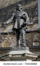 London, 28th September 2017:-Statue of Oliver Cromwell at the Palace of Westminster, leader of the Parliamentarians during the English Civil War.