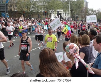 LONDON- APRIL 17: Crowds cheering the virgin 2011 London marathon runners, at tower bridge, London, april 17, 2011.