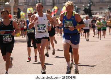 LONDON - APRIL 26: TV chef Gordon Ramsay (right) participates in the London Flora Marathon April 26, 2009 in London.