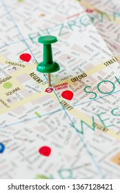 London city center tourisitc map, pinned on Oxford Circus, selective focus
