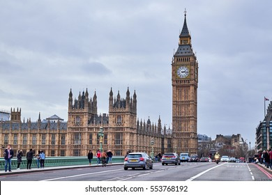 LONDON CITY - DECEMBER 24, 2016: People and cars  on Westminster Bridge with Big Ben and the Parliament in the background