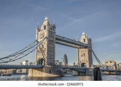 London City: Tower Bridge and downtown