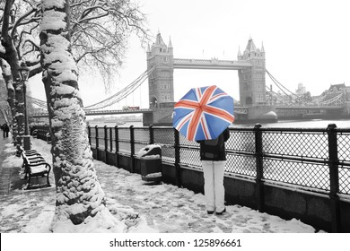 London cityscape, including tower bridge, on a snowy day.