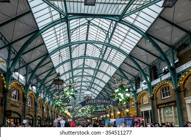 LONDON - DEC 20 : Christmas Decorations at Covent Garden in London on Dec 20, 2015. Unidentified people.