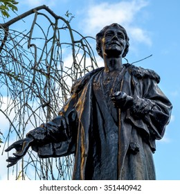 LONDON - DEC 9 : Emmeline Pankhurst Statue in Victoria Tower Gardens in London on Dec 9, 2015