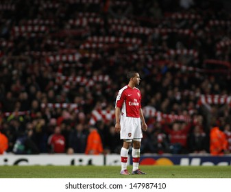 LONDON, ENGLAND. 31/03/2010. Arsenal player Theo Walcott in action during the  UEFA Champions League quarter-final between Arsenal and Barcelona at the Emirates Stadium