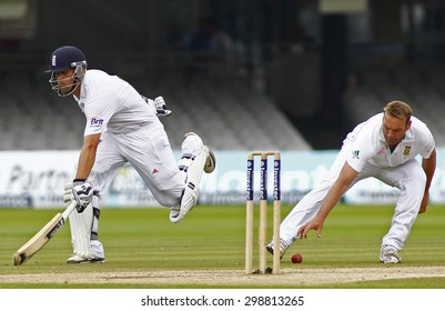 LONDON, ENGLAND. AUGUST 20 2012 England's Jonathan Trott runs as South Africa's Jacques Kallis tries to run him out during the third Investec cricket  test match between England and South Africa,