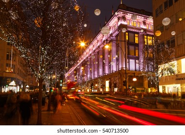 LONDON, ENGLAND - DECEMBER 17: Busy Oxford Street, Christmas shoppers, traffic, and Selfridges. In London, England. On 17th December 2016.