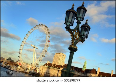 London  ( england )- London Eye and Tamigi river in downtown of the city