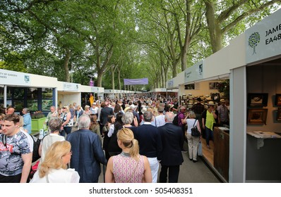 LONDON, ENGLAND - MAY 27:  Large crowd at the RHS Chelsea Flower Show on May 27, 2016.